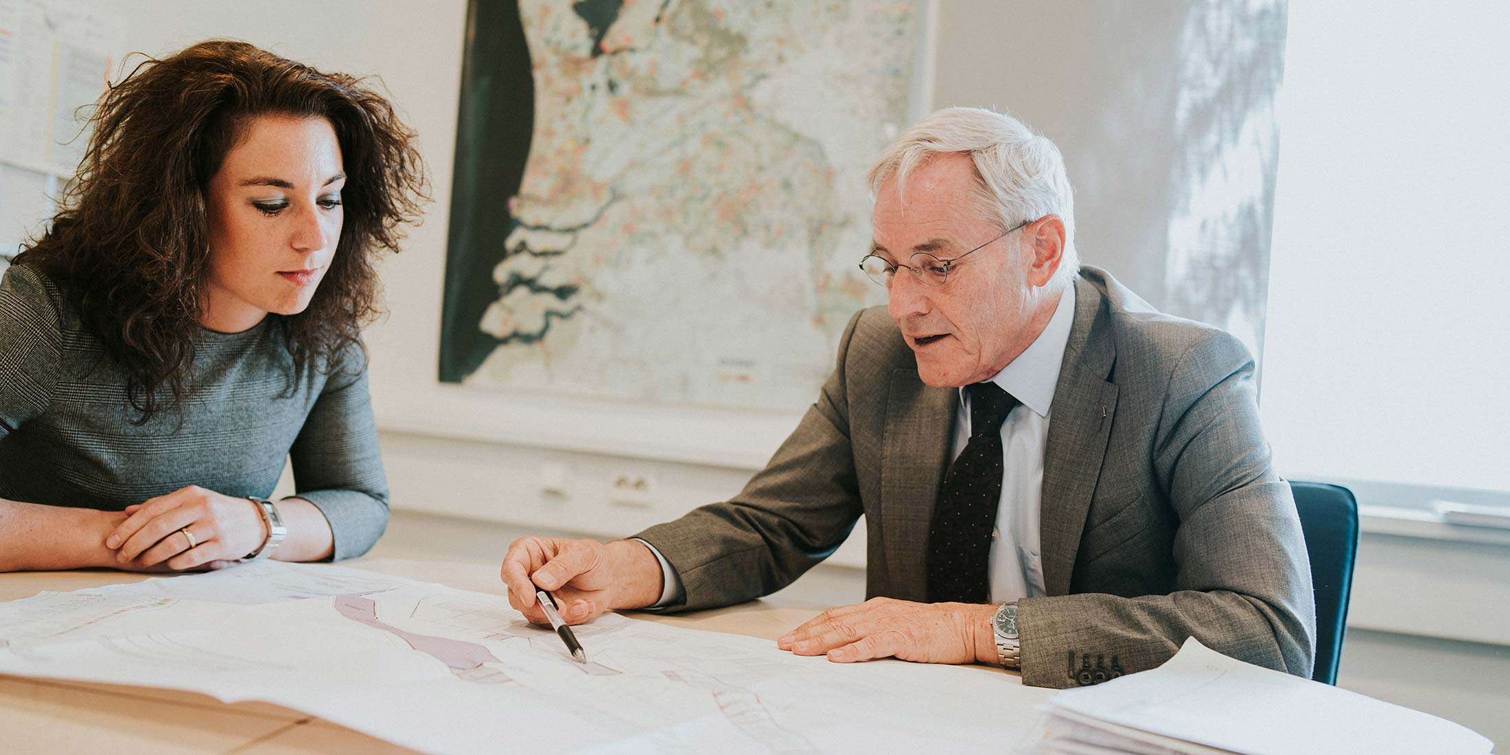 Bij projectontwikkeling komt het regelmatig voor dat niet alle grond in eigendom is van de ontwikkelaar of bouwer. De gemeente voert dan het grondbeleid geeft vorm aan gebiedsontwikkeling.